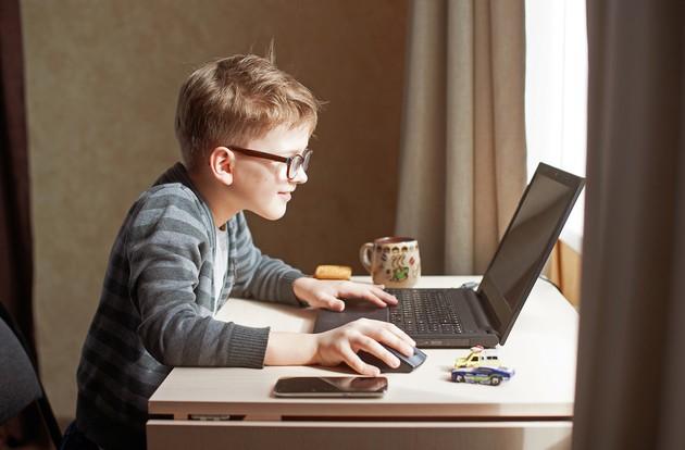 Výsledok vyhľadávania obrázkov pre dopyt dieťa a počítač