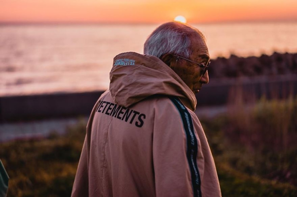 84-year-old-grandpa-is-being-viral-with-his-totally-fashion-photo-shoots-on-instagram-5cda19c91b197__880