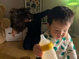 Tajný život matky za chrbtom bábätka