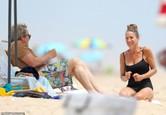 Sarah Jessica Parker s manželom Matthewom Broderickom na pláži